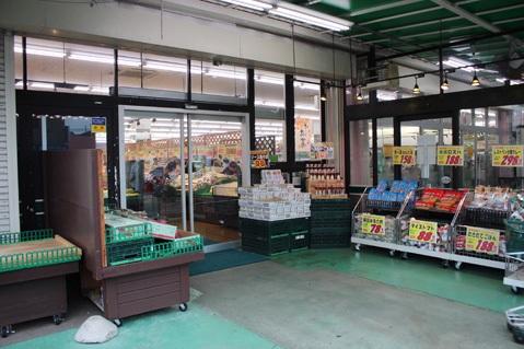 11.スーパーA|店舗内・入口