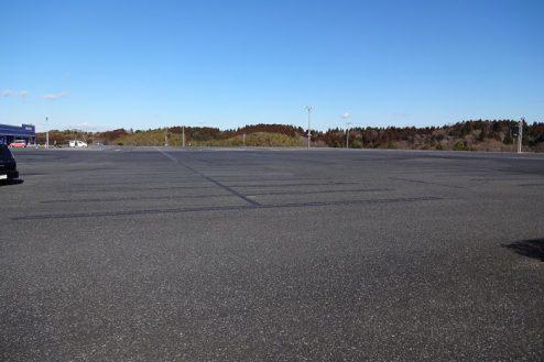 6.ロングウッドステーション|フラットな1万坪の駐車場