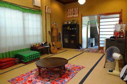 4.Rental studio『コマチ堂』|1F和室(10畳)からカウンター方向