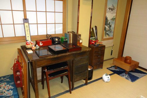 11.Rental studio『コマチ堂』|1F和室(8畳)昭和レトロな家具