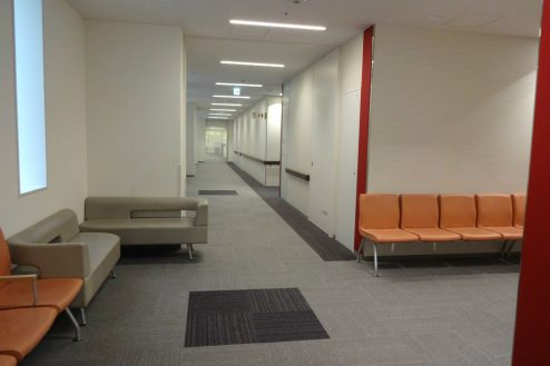 9.港区病院|廊下・待合席