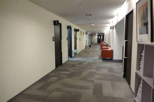 12.港区病院|廊下・待合席