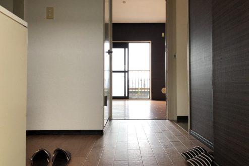 13.府中マンション|室内からベランダ側