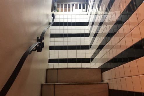 14.新宿居酒屋|階段