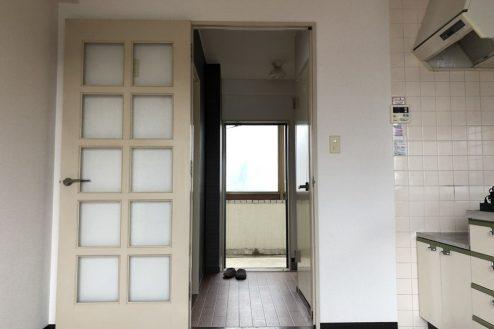 12.府中マンション 室内から玄関側