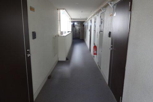 2.西新宿マンションスタジオ共用部|部屋前通路