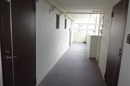 15.西新宿マンションスタジオ共用部|部屋前通路