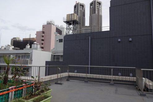 4.西新宿マンションスタジオ共用部 屋上(都庁側)