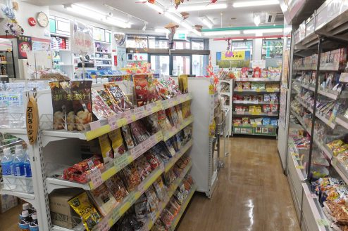 2.東京近郊のコンビニ 店内・商品棚