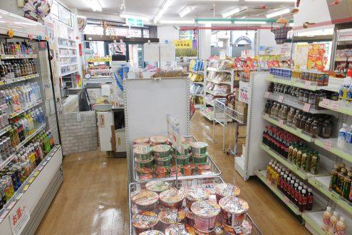 4.東京近郊のコンビニ 店内・商品棚