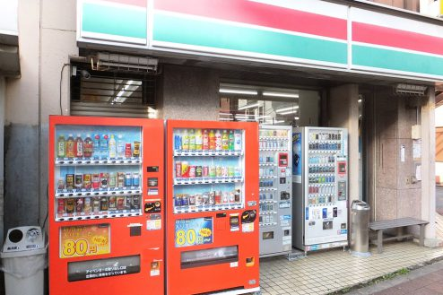 15.東京近郊のコンビニ 外観・自販機・喫煙スペース