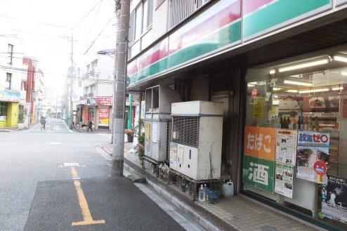 16.東京近郊のコンビニ 外観・横