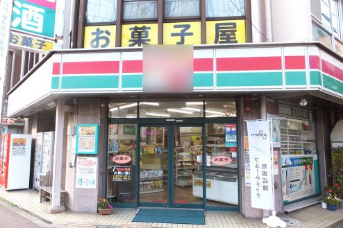 12.東京近郊のコンビニ|外観・正面入口