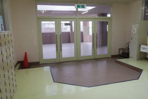 18.埼玉県中学校|玄関