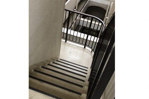 24.茂原一棟マンションスタジオ|共用部・階段