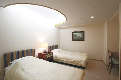 8.ホテルトリニティ書斎|客室・ベッドルーム