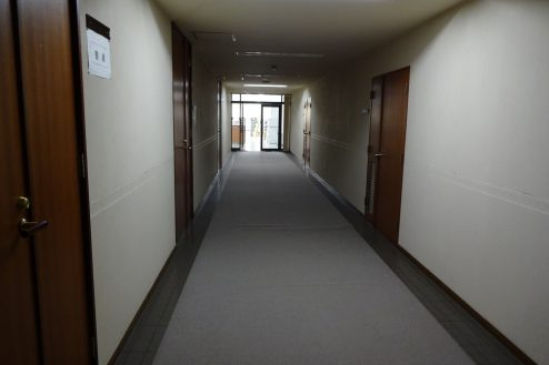 26.議場のある施設|廊下