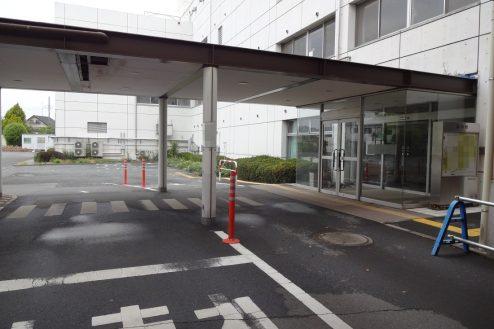 12.旧病院|玄関・駐車場出入口