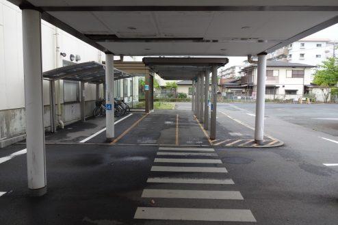 21.旧病院|玄関前通路