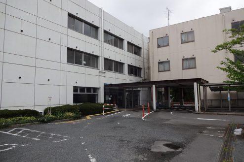 6.旧病院|外観・駐車場出入口