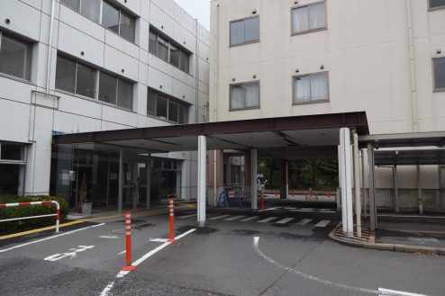 19.旧病院|玄関・駐車場出入口