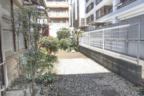 16.スタジオ和洋空間 古民家①|玄関前敷地