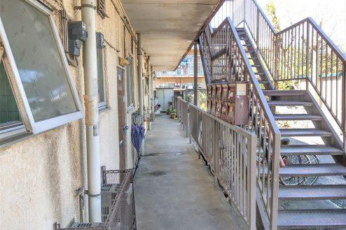 7.スタジオ和洋空間 アパート|外観・階段
