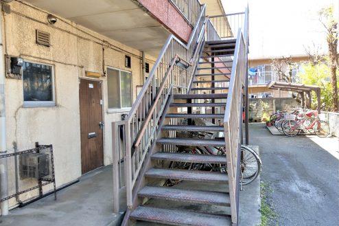 8.スタジオ和洋空間 アパート|外観・階段