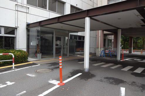 9.旧病院|玄関・駐車場出入口
