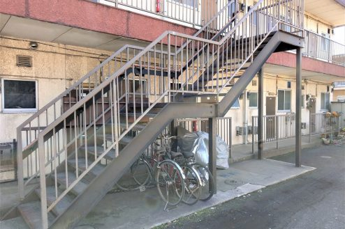 6.スタジオ和洋空間 アパート|外観・階段