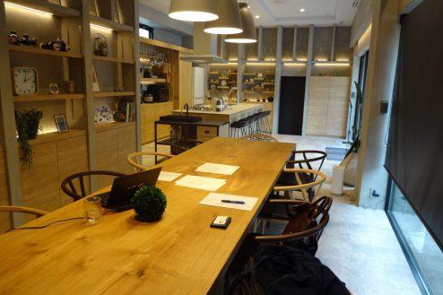 8.麻布十番キッチンスタジオ・フィットネス|1Fキッチン&会議スタジオ・テーブル席