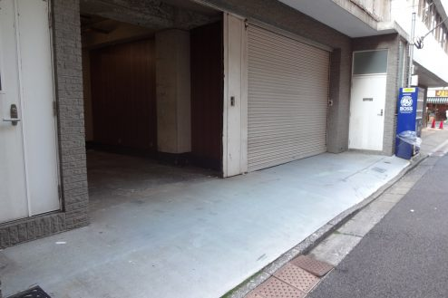 1.神田倉庫|倉庫前