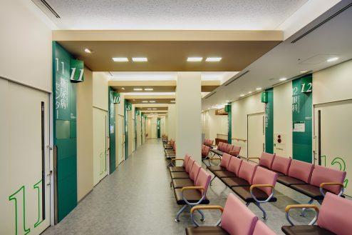 8.墨田区病院|1F待合室(外来診察室前)