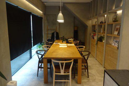 10.studio FREEDA 麻布十番|1Fキッチン&会議スタジオ・テーブル席