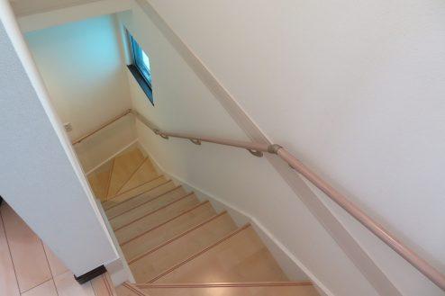 14.桜上水戸建て|階段