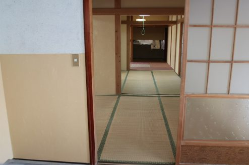 16.昭和レトロアパートスタジオ|キッチンから和室アングル