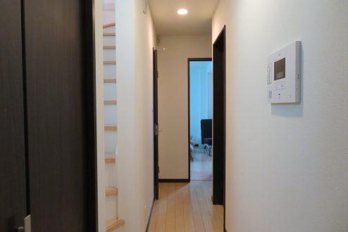 15.桜上水戸建て|廊下