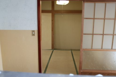 17.昭和レトロアパートスタジオ|キッチンから和室アングル