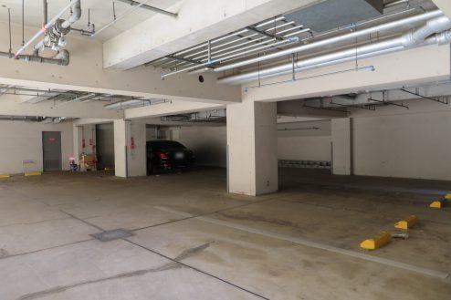 18.東大和オフィス|地下駐車場