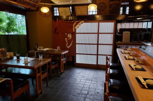 2.扇寿司|1F店内・テーブル席(4名席×2台)