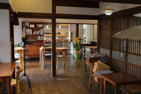 3.橋本珈琲キッチンスタジオ|店内・テーブル席