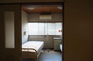 佐藤病院|病室・手術室・待合室・診察室・屋上・平日・ネガティブ