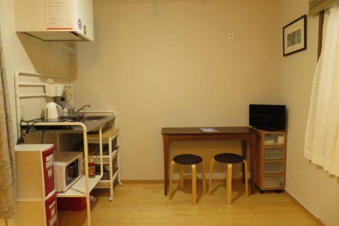 2.久地戸建て 1F洋室・簡易キッチン