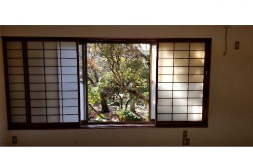 10.古民家スタジオまきのした住宅|洋室窓・庭