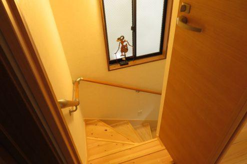 11.久地戸建て|階段