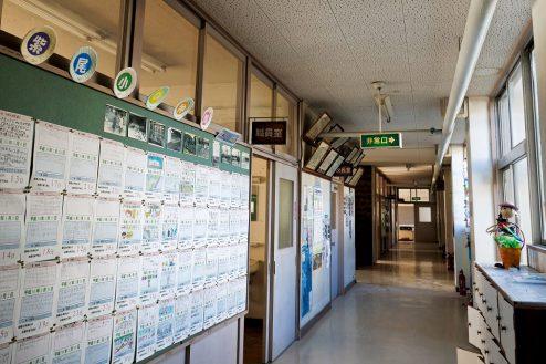 10.学校跡地スタジオ|職員室前廊下