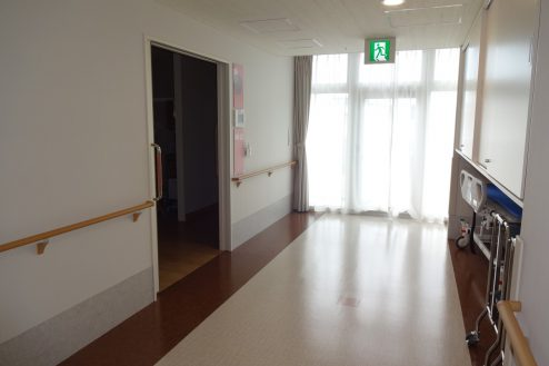 8.鶴見病院 病室前