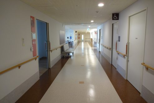 12.鶴見病院|病室前廊下