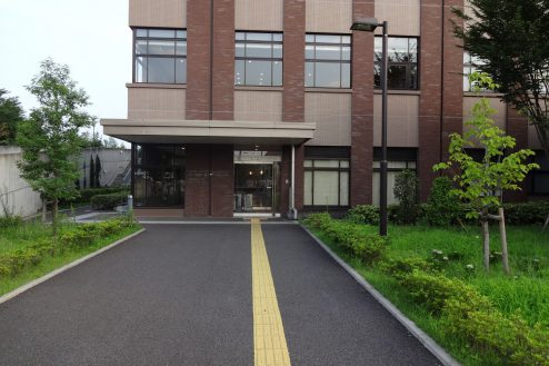 27.いろどりの国病院 入口