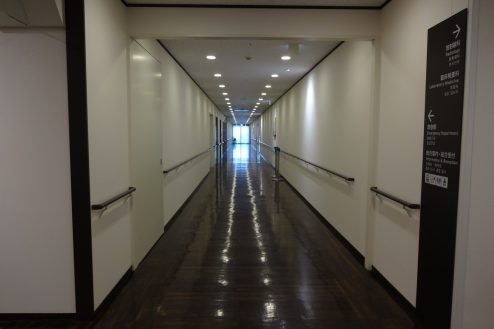 18.いろどりの国病院 廊下